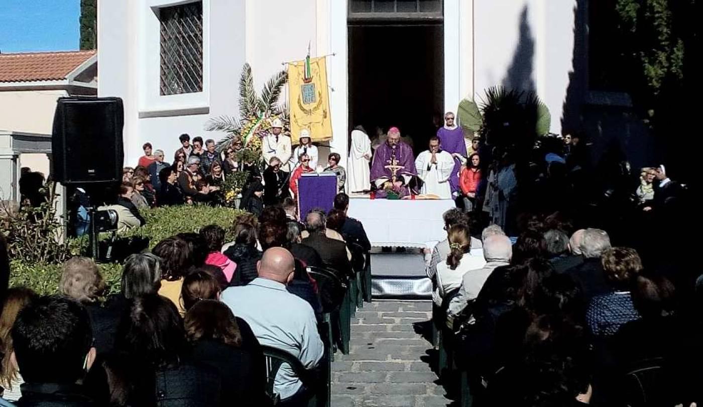 Il Vescovo Satriano ricorda i defunti a Rossano