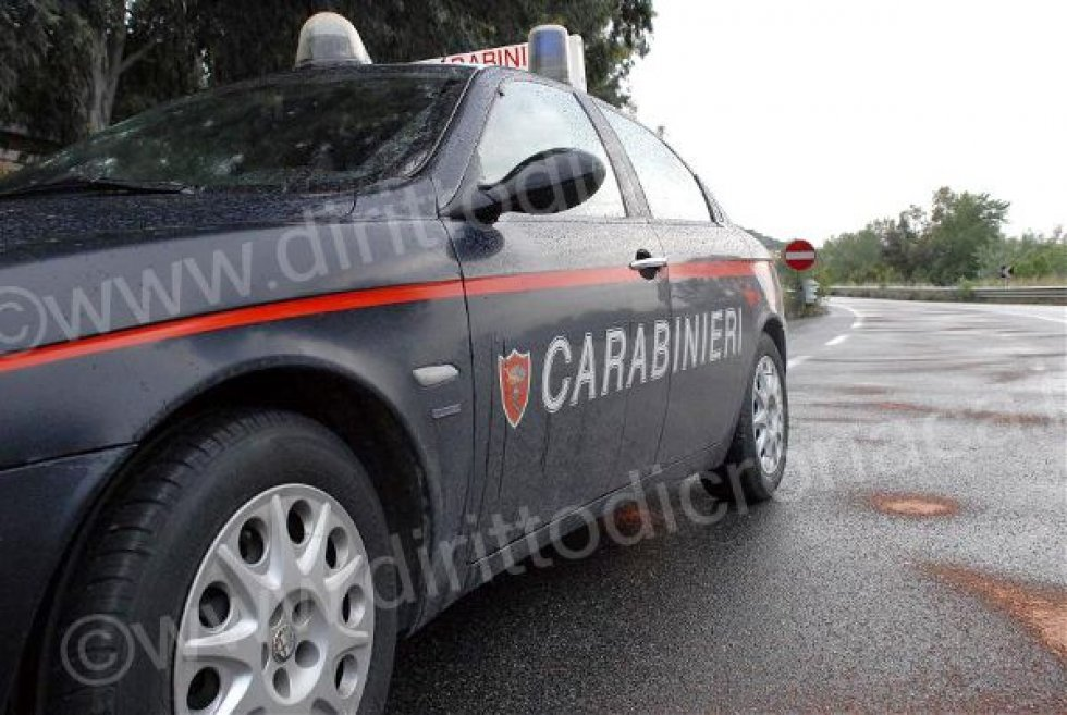 Ruba arance in un terreno, arrestato 26enne